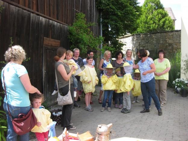 Frauenunion Hummelgau besucht Imkerin